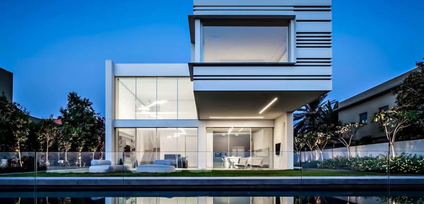 House in 10437 Almayo Avenue